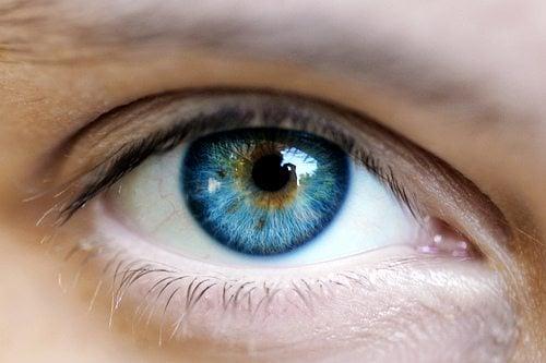 Laser pode transformar olhos castanhos em azuis