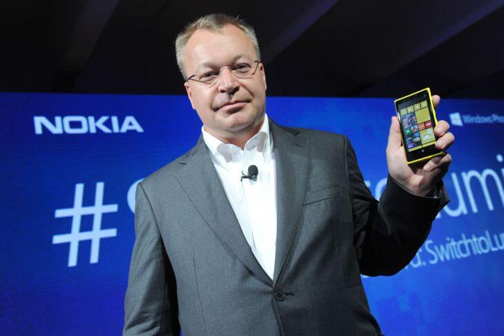 700 stephen elop with nokia lumia920 04