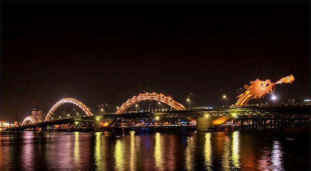 dragon bridge 2 - Vietnam tem uma ponte em forma de dragão que cospe fogo
