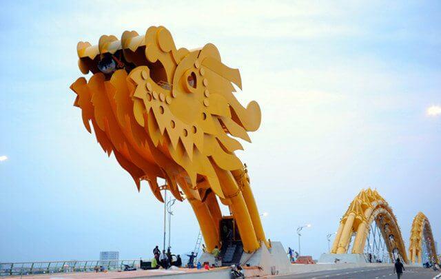 dragon bridge 3 - Vietnam tem uma ponte em forma de dragão que cospe fogo