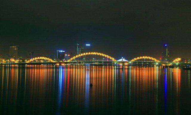 dragon bridge 5 - Vietnam tem uma ponte em forma de dragão que cospe fogo