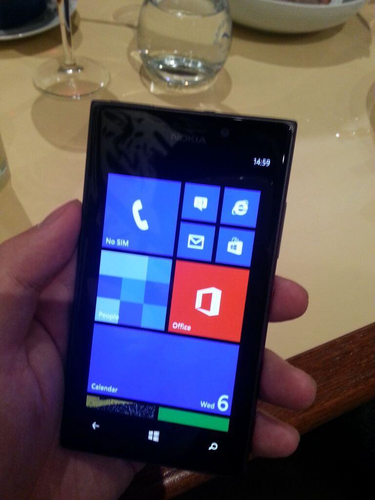 2013 05 16 21.15.59 - Hands-On: Nokia Lumia 925