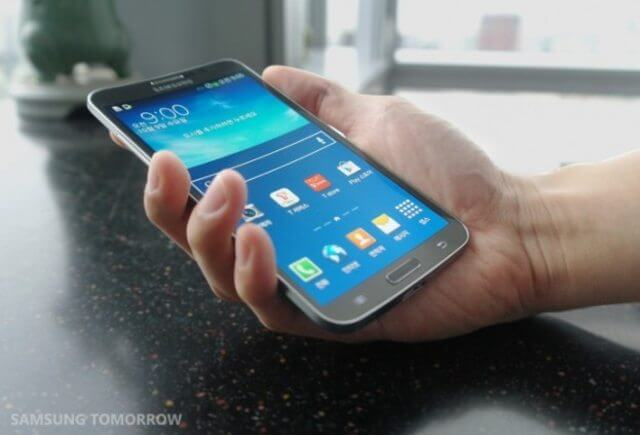 Samsung Galaxy Round smartphone curved OLED display