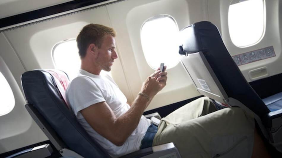 Smartphone in airplane aeronave anac brasil