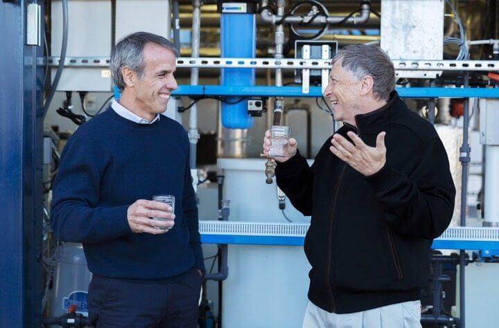Midas da tecnologia financia máquina que transforma fezes em água