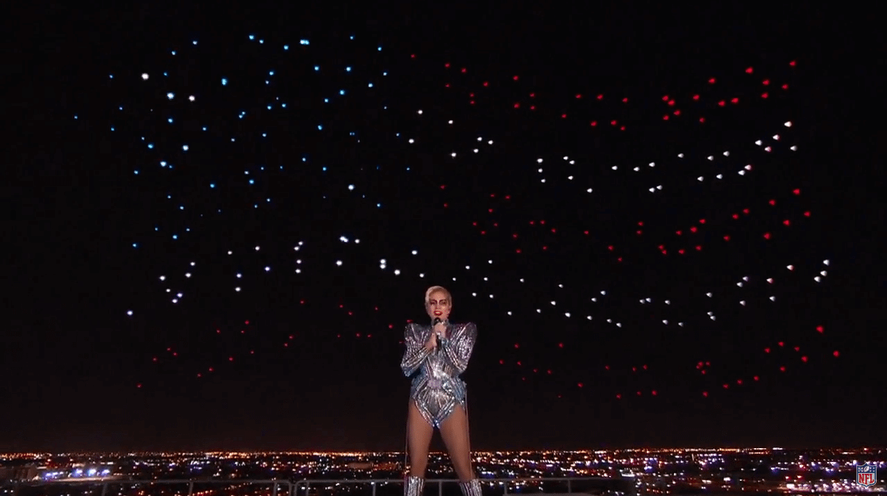 Lady Gaga utilizou 300 drones para desenhar no céu do Super Bowl