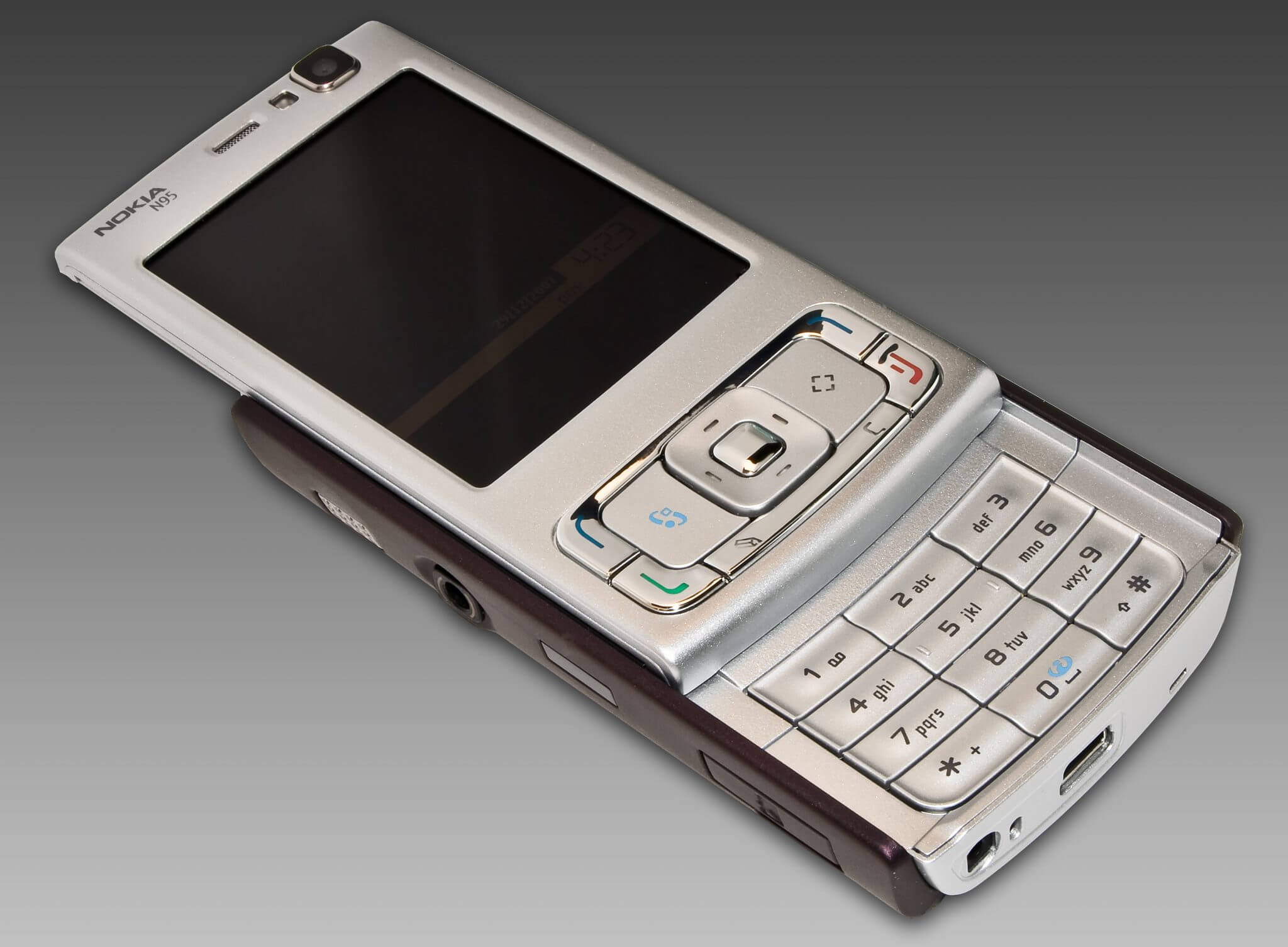 N95 Front slide open - Nokia N95 completa 10 anos