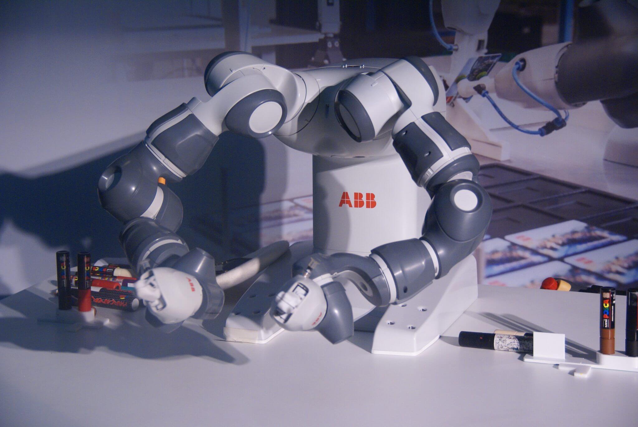ABB comemora 105 anos de Brasil com a demonstração do robô Yumi