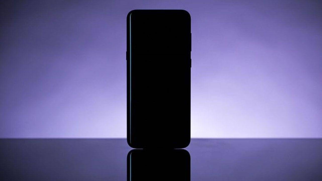 Suposto Samsung Galaxy S9 é flagrado em case protetora