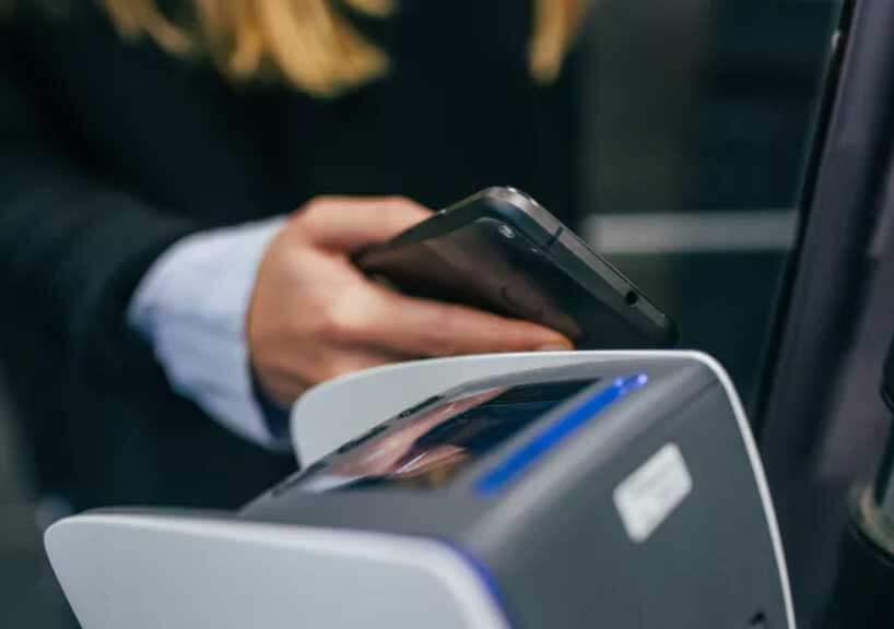 Rumor: nfc no iphone poderá ser utilizado para abrir portas e acessar o transporte público. De acordo com novos rumores a apple anunciará durante a wwdc 2018 que o nfc no ios 12 poderá permitir que o iphone seja utilizado para abrir portas e dê acesso do transporte público