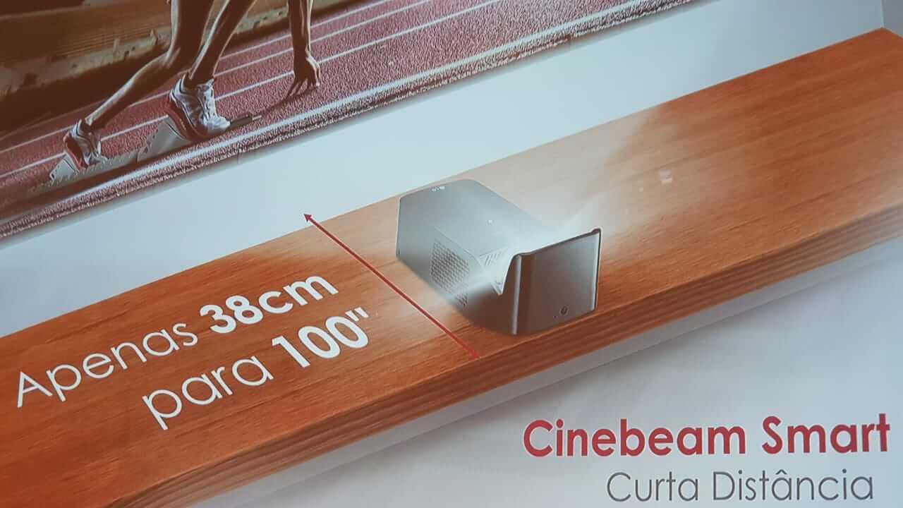 Cine beam smart tv pf1000uw, novo projetor de curta distância da lg chega ao brasil. A lg anunciou um novo projetor de curta distância para o mercado brasileiro, o cinebeam smart tv pf1000 uw. Este modelo é capaz de fazer projeções com até 100 polegadas.