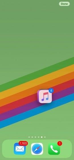 Aprenda a mover múltiplos ícones de uma vez só no iphone. Sua tela inicial do iphone está uma bagunça? Nós te ensinamos como organizá-la rapidamente movendo vários ícones de uma só vez.