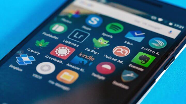 5 aplicativos para melhorar o desempenho do seu smartphone android. Seu smartphone trava muito? Ele fica muito quente? Ou a bateria dura menos do que sua viagem habitual de ônibus? Vamos tentar resolver isso.