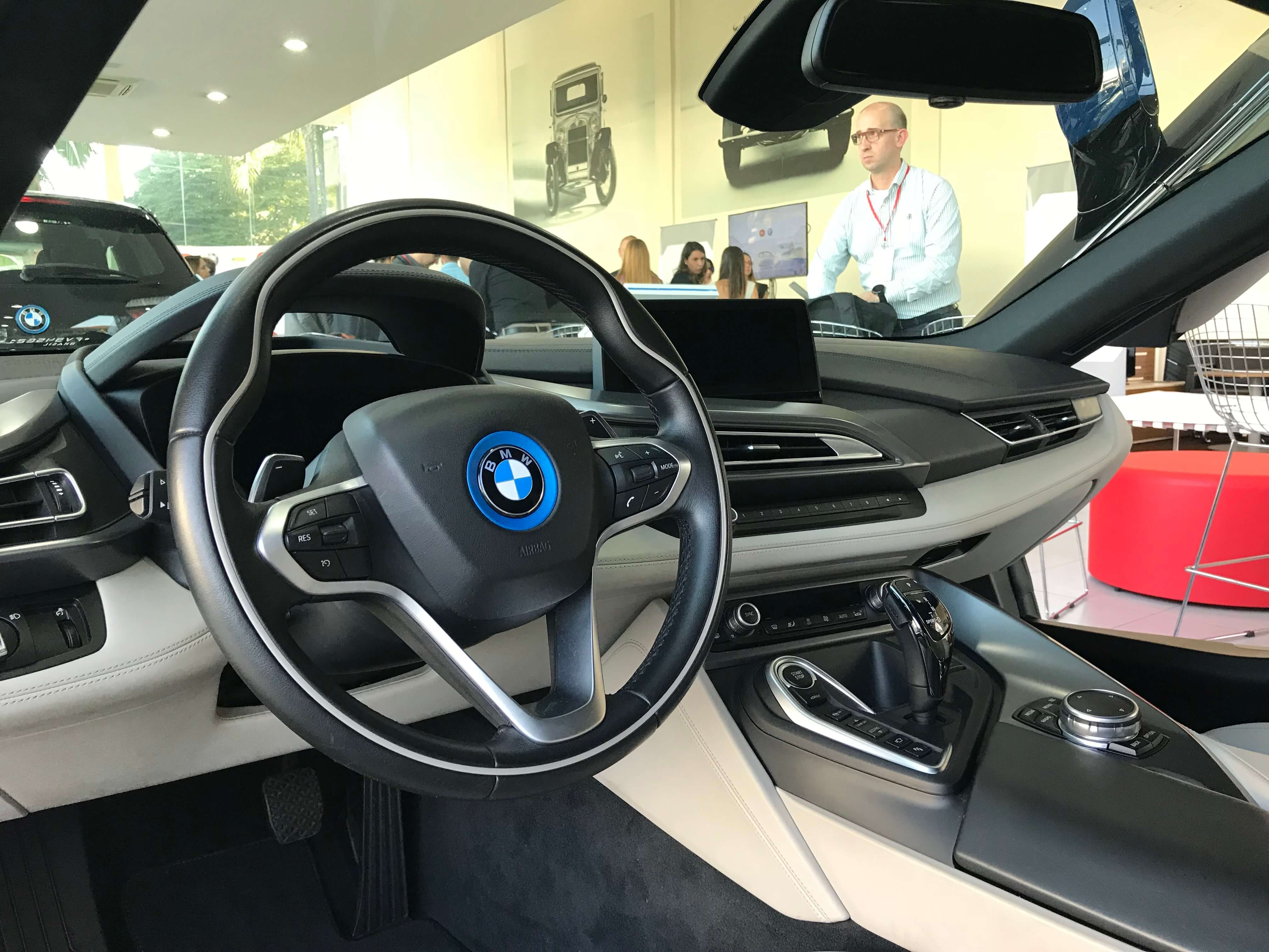 Interior BMW i8 - Showmetech