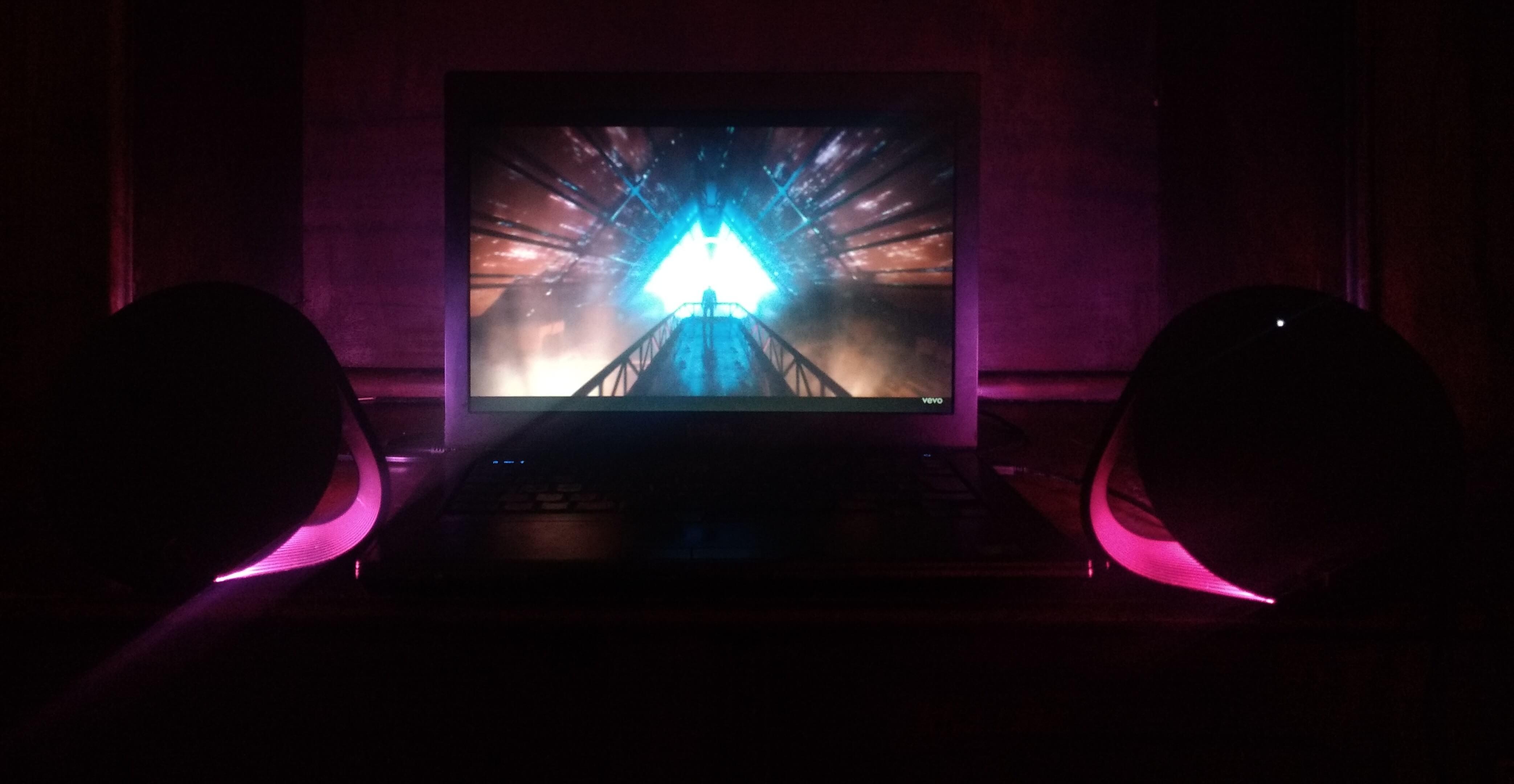 Review: Logitech G560 entrega iluminação e áudio imersivos para jogos