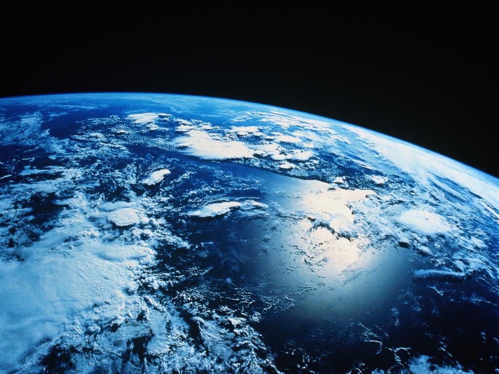 Água líquida é encontrada em marte, o que pode indicar vida no planeta. Estamos sempre curiosos a respeito de marte e sobre o que se passa por lá. Por isso, saber que há água líquida no planeta já diz muita coisa.