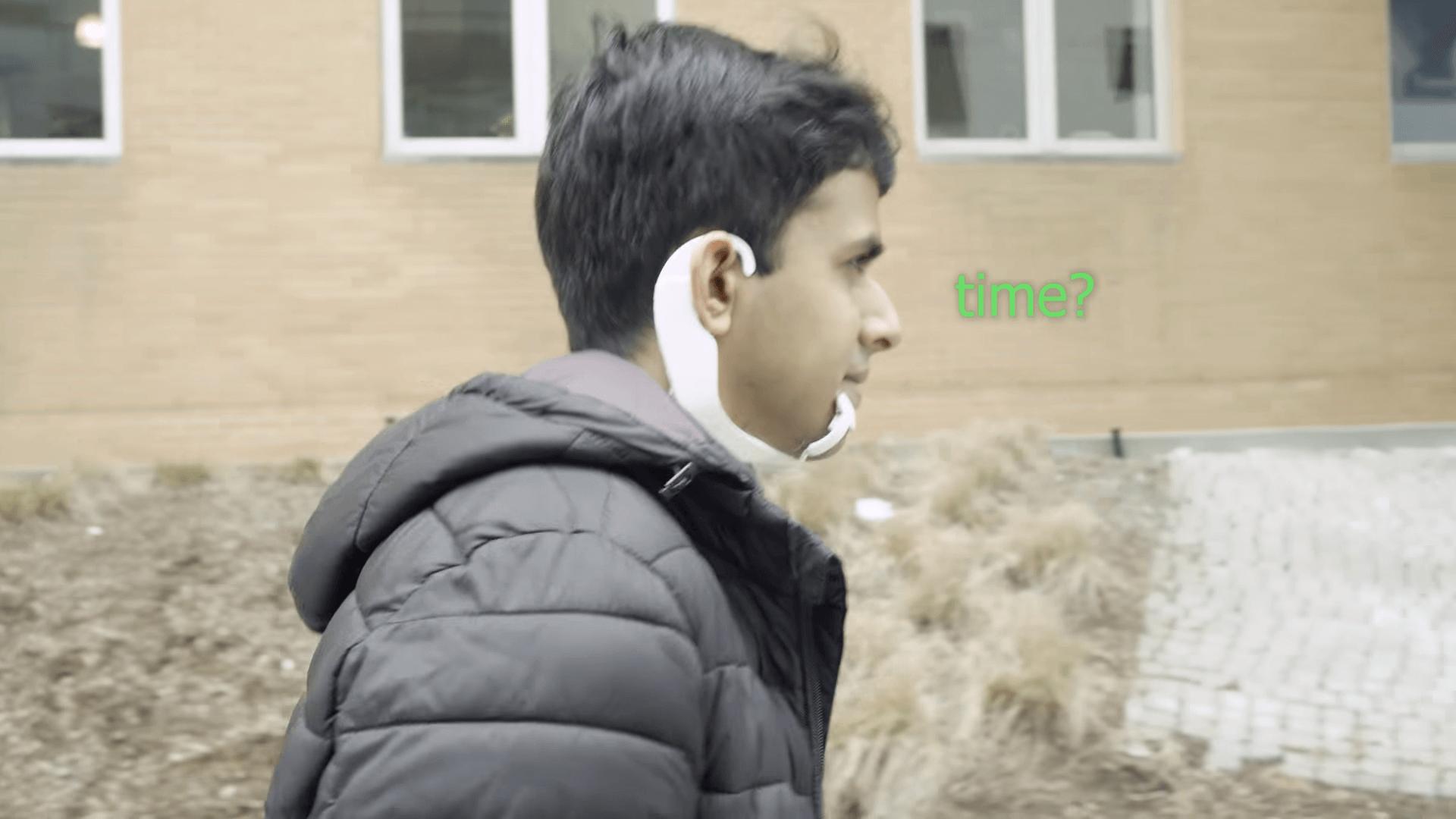 AlterEgo: o wearable capaz de ouvir sua voz interior e executar tarefas