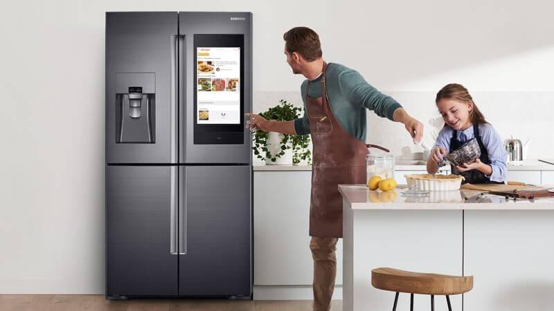 Imagem da family hub, refrigerador da samsung.