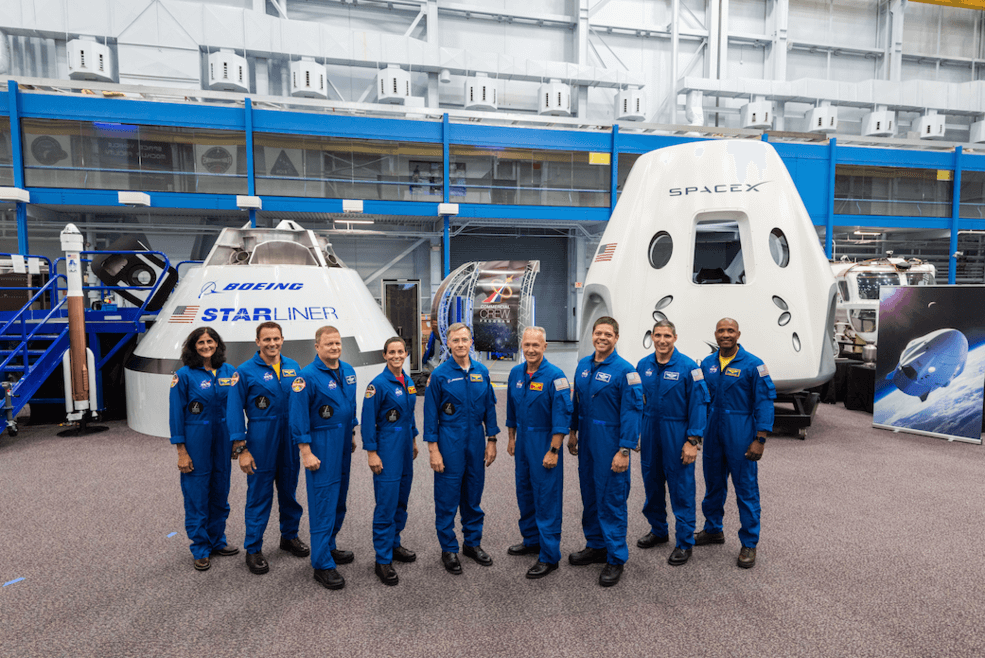 group photo - NASA divulga cronograma de lançamento dos táxis espaciais da SpaceX e da Boeing