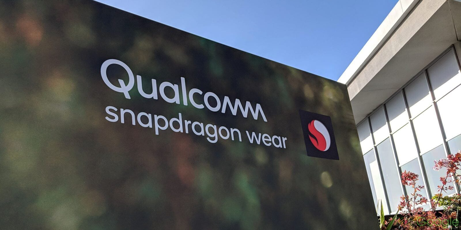 Placa do evento da qualcomm que dá detalhes sobre os investimentos no snapdragon wear