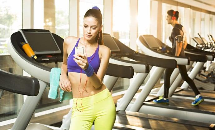 Pratique exercícios regularmente. Se precisar, use o smartphone para o bem