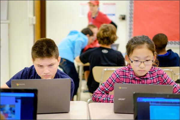 Notebook pode ajudar na sala de aula, mas estudantes descobrem formas de burlar o sistema