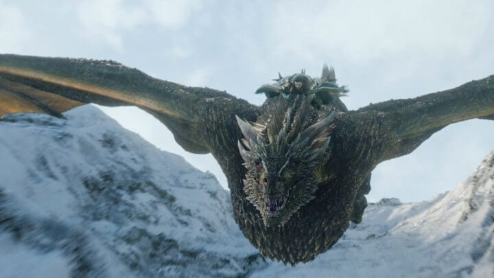 Jon Snow cavalgando o dragão Rhaegal na oitava temporada de Game of Thrones.