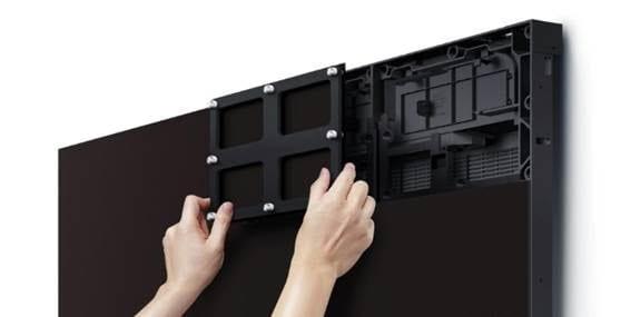 Acesso aos dois lados dos painés de led facilita a manutenção