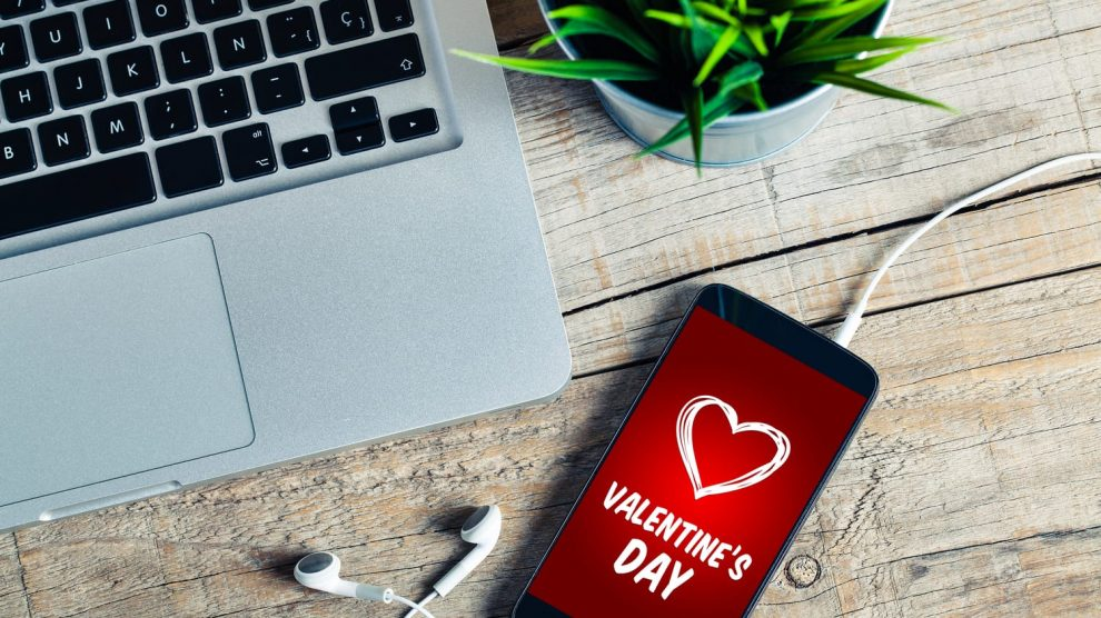 14 cool tech gifts for valentine's day header