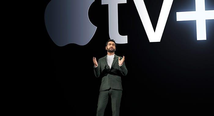 Kumail Nanjiani no anúncio da Apple TV+.