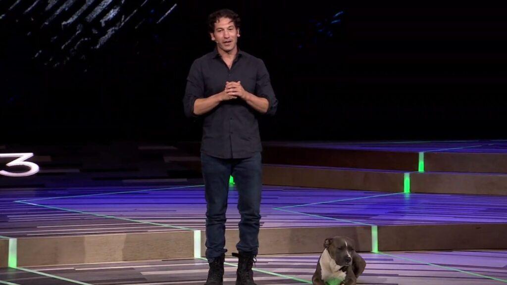 Jon Bernthal e seu companheiro canino Bam Bam foram as estrelas no evento da Ubisoft na E3 2019.