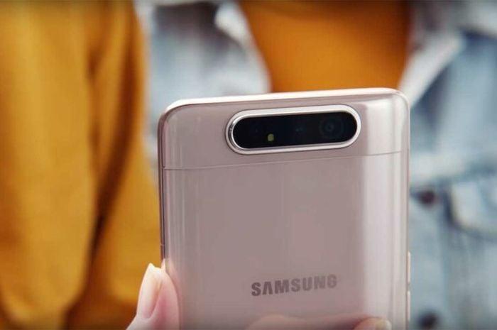 O Galaxy A80 traz seu maior diferencial para o país: a câmera giratória