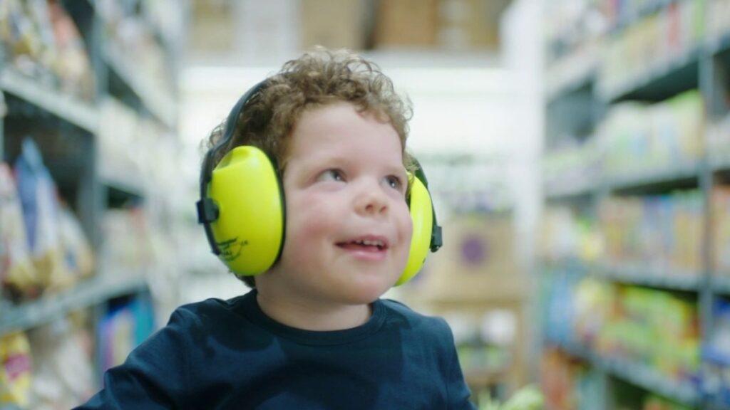 Crianças cyborg: tecnologia pode aumentar a interação de autistas com o mundo externo (Imagem: newdominionbookshop.com)