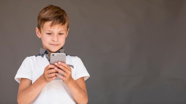 Muitos pais têm recorrido ao aplicativo espião / rastreador de celular