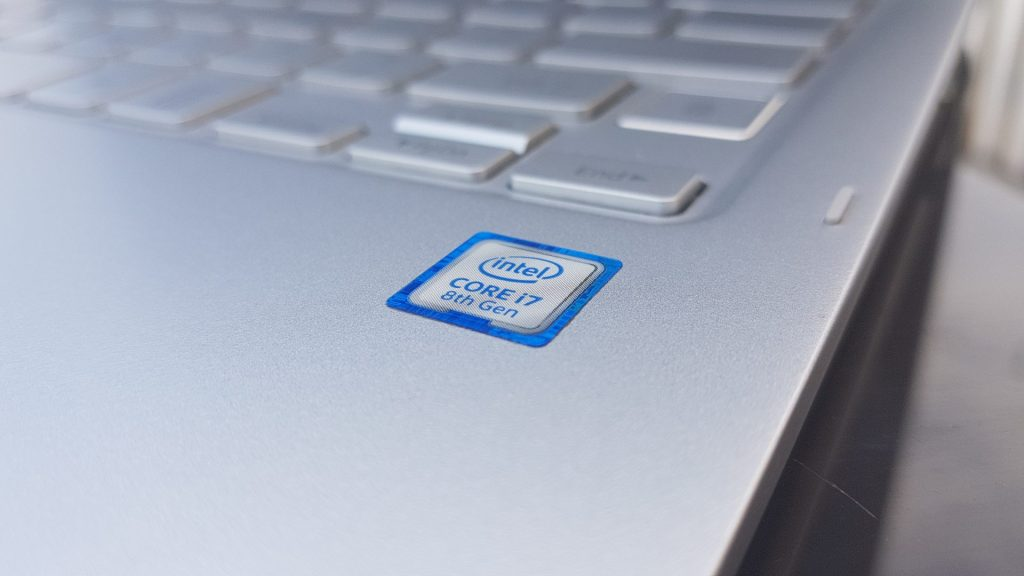 O processador intel core-i7 aliado ao ssd de 256gb deixa o style s51 pen muito potente