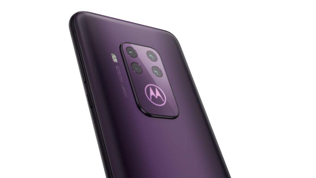 O Motorola One Zoom é o primeiro smartphone da marca a trazer 4 câmeras na traseira