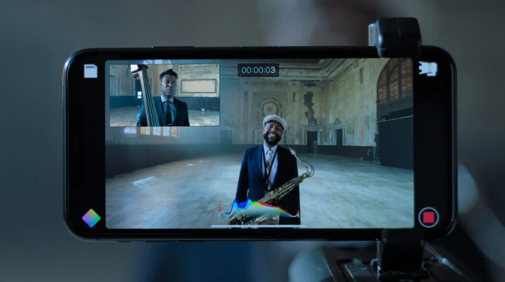 Recurso permite gravar simultaneamente tanto com a câmera frontal quanto traseira