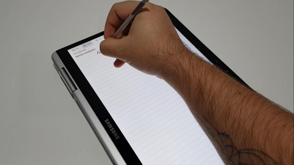 Modo tablet é ideal para escrever, assistir filmes e séries e jogar