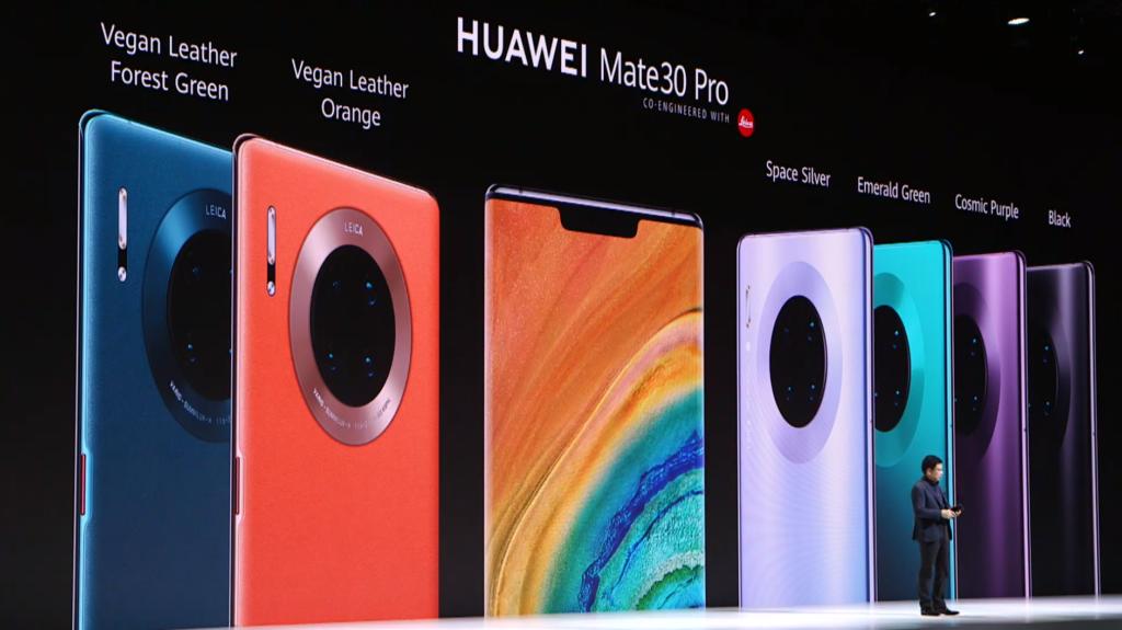 Os novos smartphones ainda contam com duas edições especiais em couro