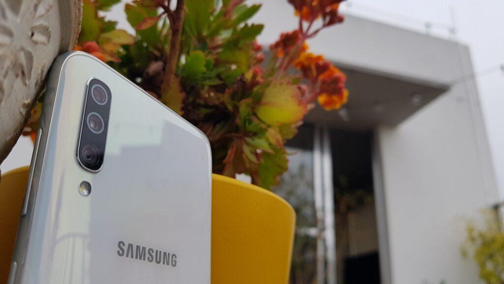 Configurações de câmera do Galaxy A70 incluem sensor principal de 32MP, secundário de 5MP e terceira de 8MP