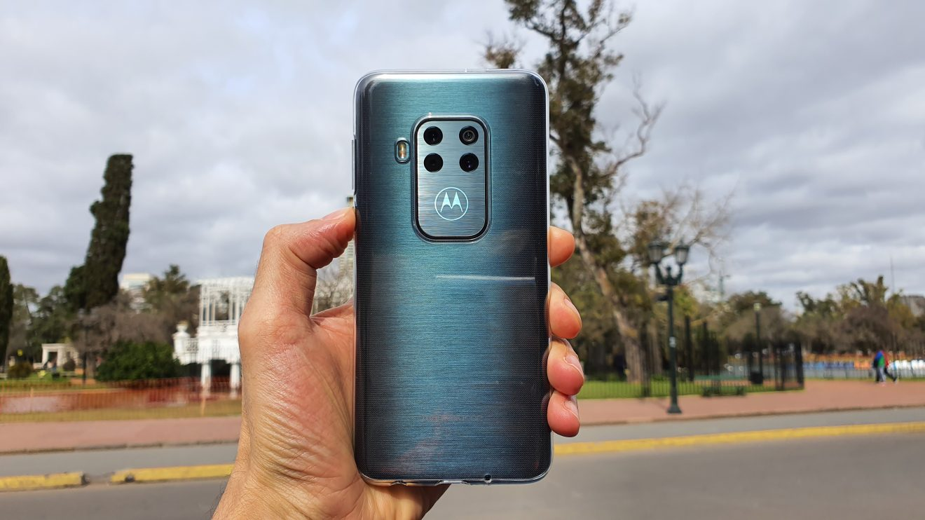 Imagem destacada do Motorola One Zoom