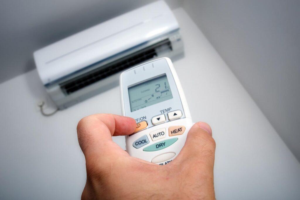 Em dias quentes, a temperatura do ar-condicionado deve ficar entre 22ºC e 24ºC