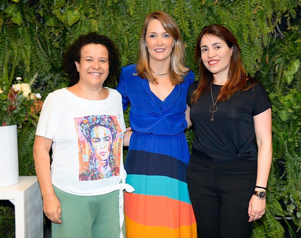 Ana fontes, fundadora da rede mulher empreendedora (esquerda), claudia woods, diretora geral da uber no brasil (centro) e tatiana rocha, gerente de marca da localiza hertz (direita)