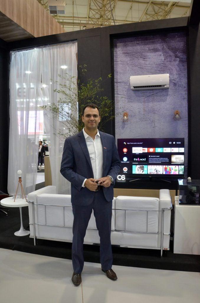 João Paulo Rezende, gerente de Produtos da SEMP TCL apresenta a P8M da TCL,