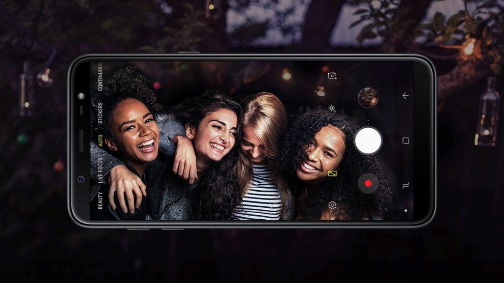 Um dos melhores smartphones da linha J é o Galaxy J8, que é um intermediário de entrada. (Imagem/Reprodução: Samsung)