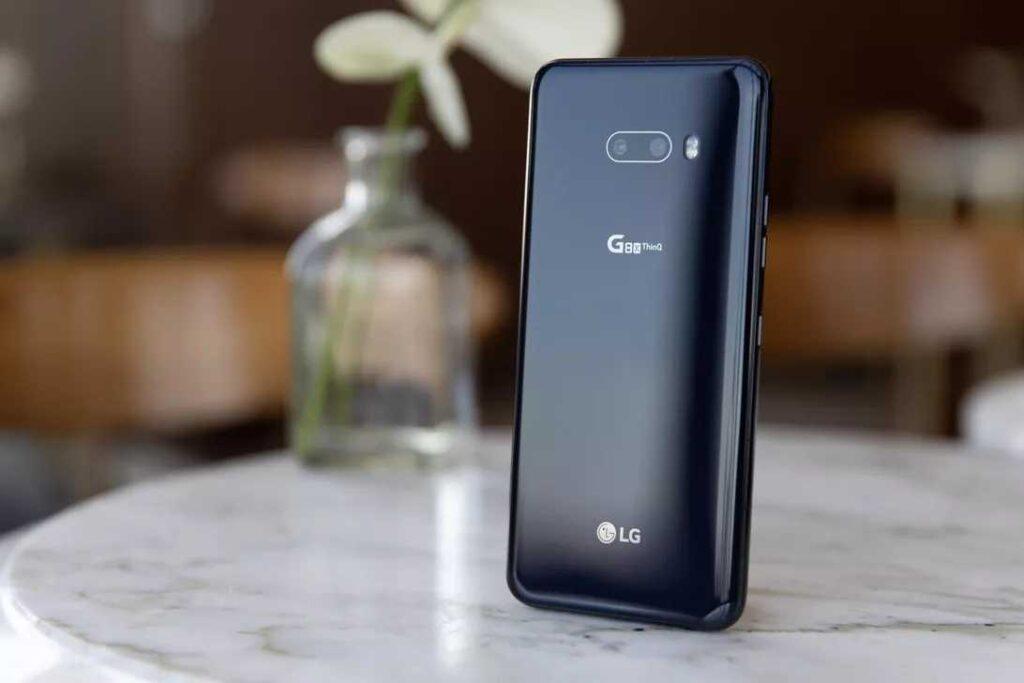Smartphone tem construção em alumínio e vidro Gorilla Glass