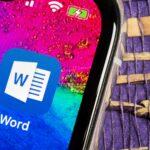 Ícone do Word em um iPhone XS (Imagem/Reprodução: Deposit Photos)