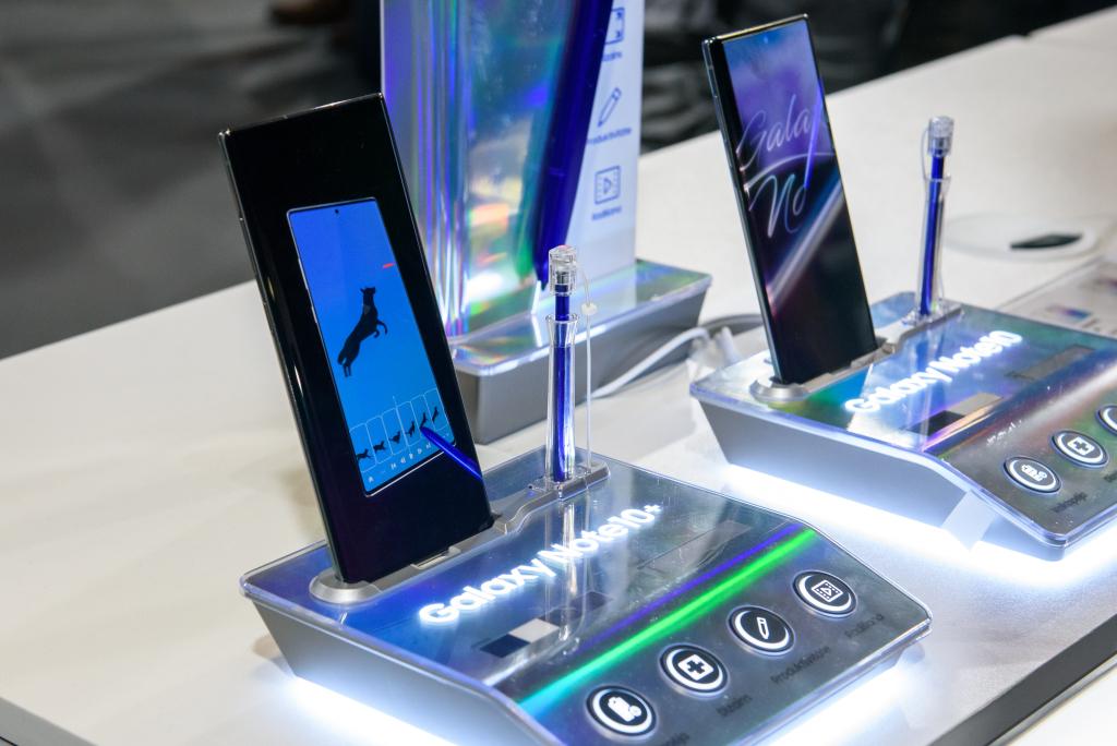 Dispositivos Galaxy Note 10 em mostras (Imagem/Reprodução): Deposit Photos)