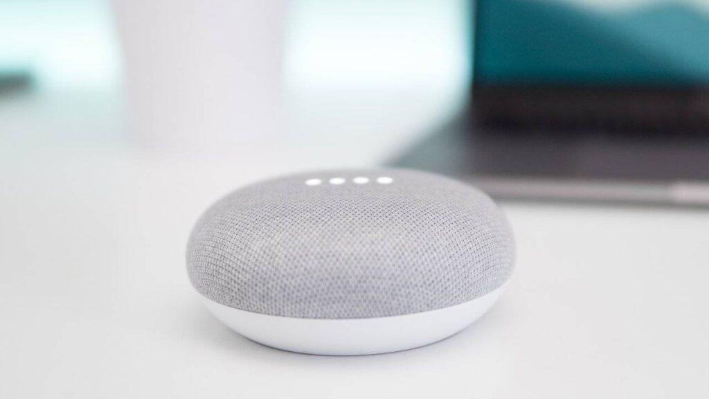 O google nest mini é um assistente virtual inteligente, onde todos os aparelhos se conectam
