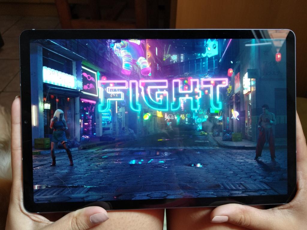 """Assistir filmes e séries no Galaxy Tab S6 é como ter um """"mini cinema"""" nas mãos"""